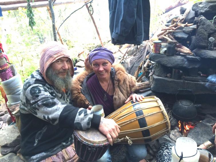 Диваки на Шипоті. Як люди проміняли квартири на життя поміж гір та дерев