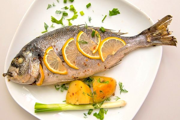 5edd2441bb220d Вечеря не повинна бути калорійною, але складатися із легкозасвоюваних страв  - рииби, морепродуктів, яєць. Фото cookdim.com