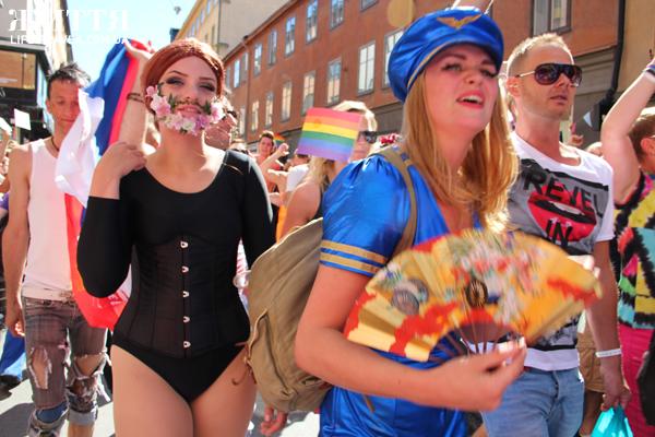 19-и летний гей займется сексом на людях ради искусства.