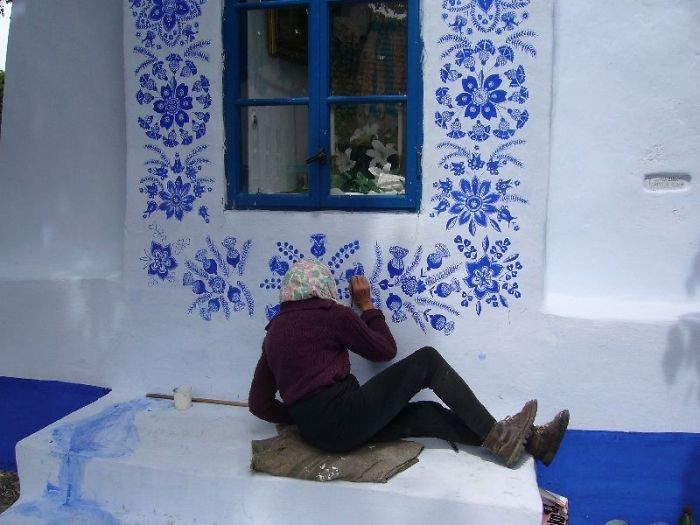90-річна чеська бабуся перетворила маленьке село на свою арт-галерею (ФОТО)