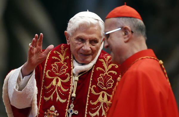 Папа римский Бенедикт XVI отрекся от престола